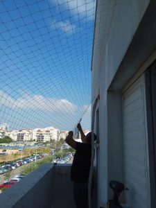 רשת נגד יונים למרפסת